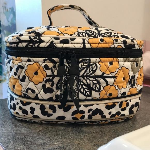 10656ed41edf Vera Bradley Round Cosmetic Bag in Go Wild. M 59b5706e291a354aad049fc8