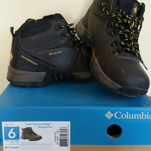 06a470f12ad8f Boys Columbia Hiking Boots NWT