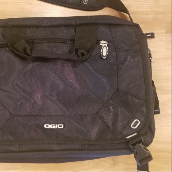 Ogio Corporate City Corp Messenger Laptop Tablet. M 59b57fc97f0a05f88704ce93 250bf42b6a
