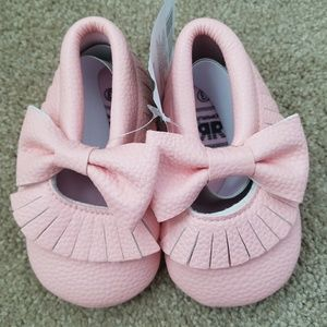 Other - NWT light pink baby bow moccasins