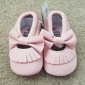 Other - NWT light pink baby bow moccasins.