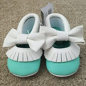 Other - NWT Mint & white baby bow moccasins