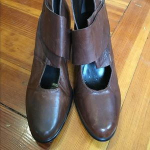 Everybody Shoes - Soft brown leather booties