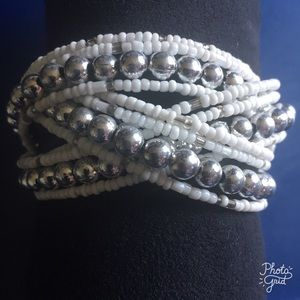 Jewelry - White and Silver Bead Bracelet