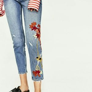🌸HP🌸Zara slim boyfriend jeans with embroidery