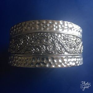 Jewelry - Hinged Silver Bracelet