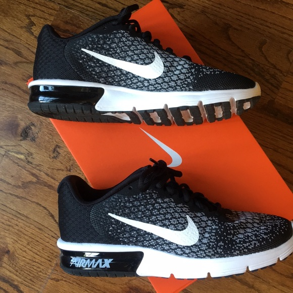 Like New Nike Air Max Sequent 2 size 8.5