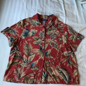 Sag Harbor petite vintage Hawaiian shirt