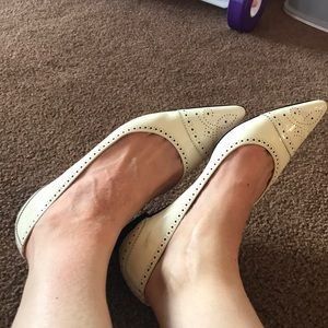Manolo Blahnik white/ivory patent pointed flats 39