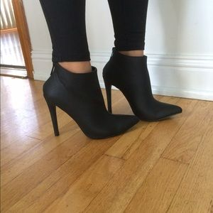 Women's ankle booties size 7.5