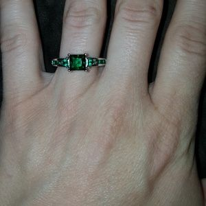 Jewelry - Green Crystalline Ring, Size 7/7.5!
