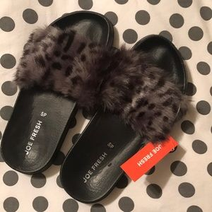 super comfy & cute never worn fuzzy slides
