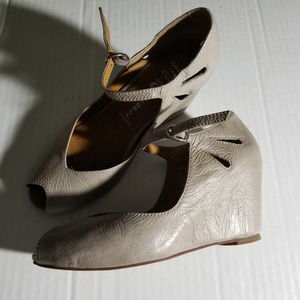 Jeffrey Campbell Regina Gray Peep Toe Shoes Size 6