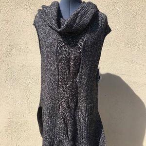 Sweaters - Sleeveless sweater