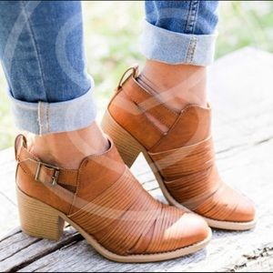 🆕Cut Out Buckle Booties🍁
