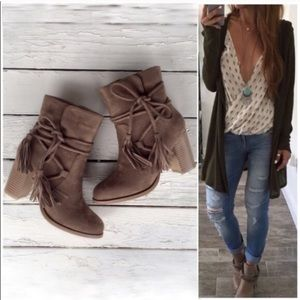 Shoes - ⭐️LAST SIZE - 5.5!⭐️NIB Taupe Wrap Tassel Booties