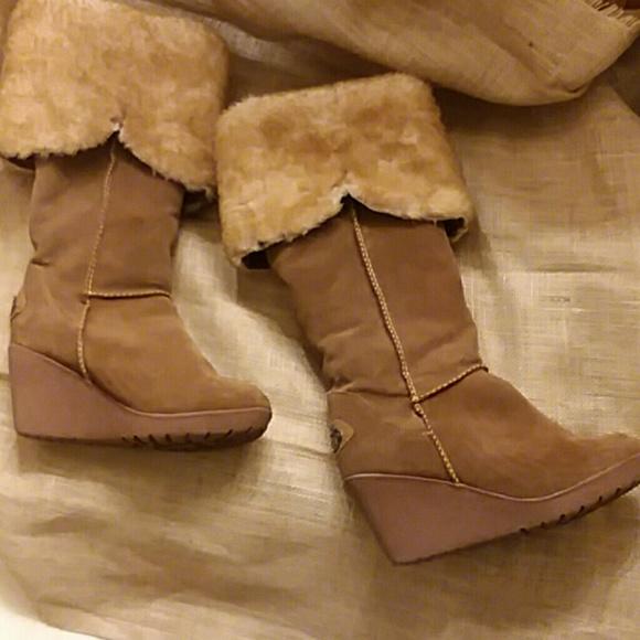 b81a650a132 BearPaw Shoes - 🎀Bearpaw women s wedge fur lined boots🎀