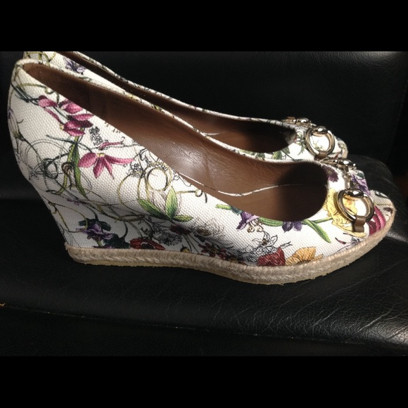 7991edf0780 Gucci Shoes - Authentic Gucci floral wedges size 40