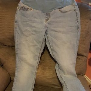 Maternity light wash skinny jeans