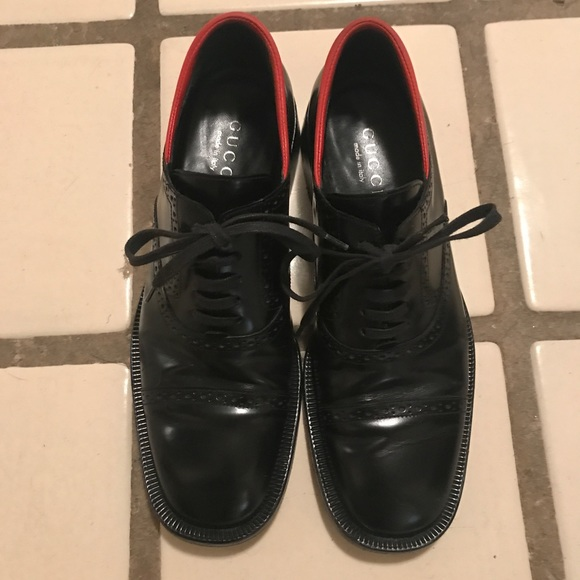 Gucci Leather Lace Up Oxfords With Red Trim