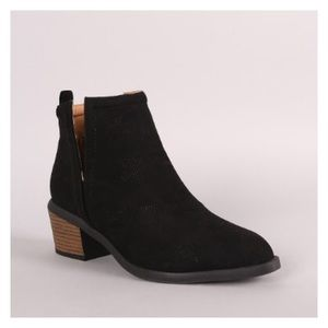 Shoes - ✨FLASH SALE✨Stars Western Style Ankle Booties