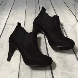 24HR SALE! New XOXO suede booties size 9M