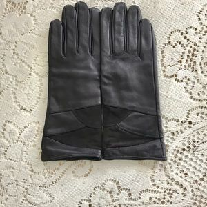 Ladies leather over the wrist gloves