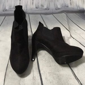 New Sexy XOXO booties size 9M
