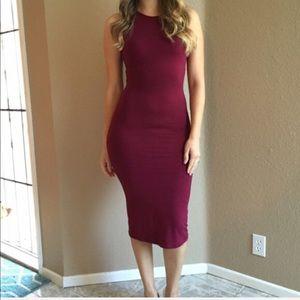 Dresses & Skirts - Cranberry Sleeveless Midi Dress