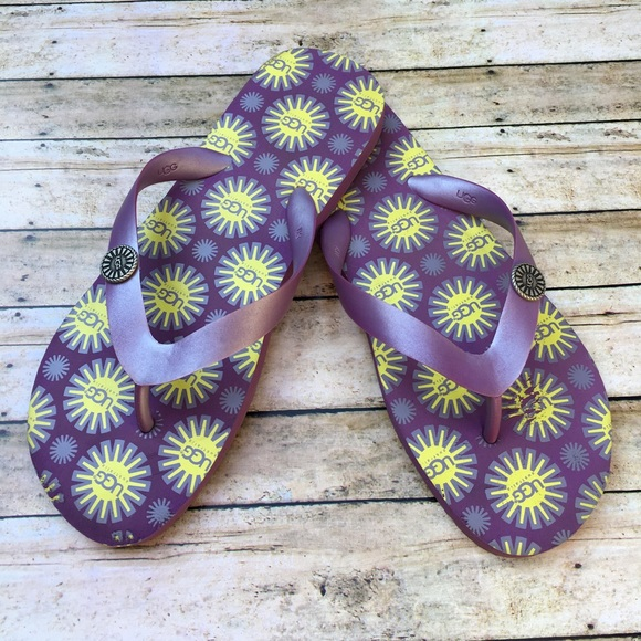 f4ce29188a4 UGG Flare Pansy Flip Flop Thong Sandal