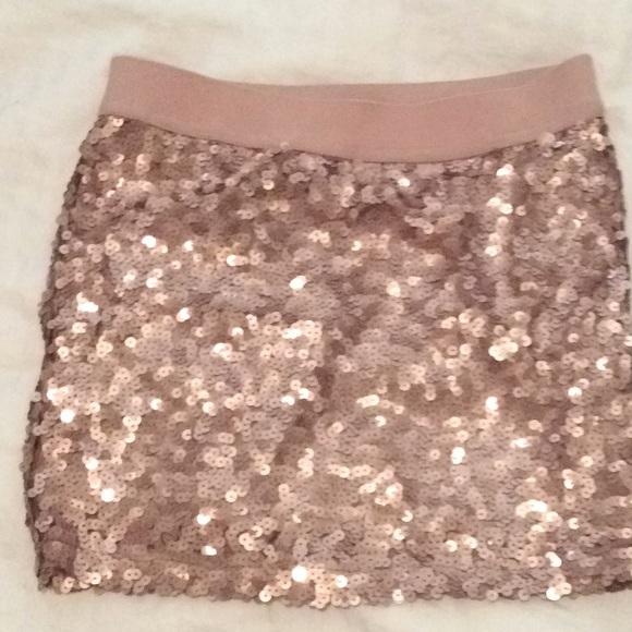 bdee689b Forever 21 Dresses & Skirts - Forever 21 rose gold sequin skirt