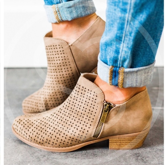 Shoes - 1 HR SALEANISTON Hello Fall Bootie