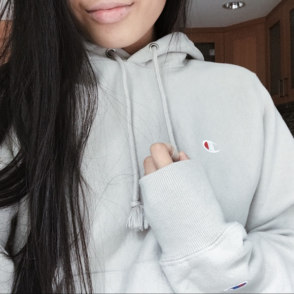 cb658d1caf82 UO x Champion Reverse Weave Light Taupe Hoodie. M 59b6cc7a981829a5700934a8