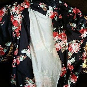 Sweaters - Floral sweater / kimono