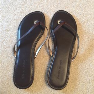 Banana republic brown leather flip flops