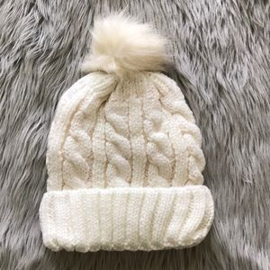 Other - Knitted beanie with fur ball