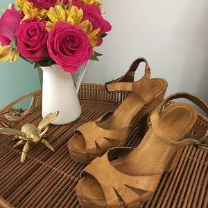 ✨  LAST CHANCE✨  Wooden Platform Heels