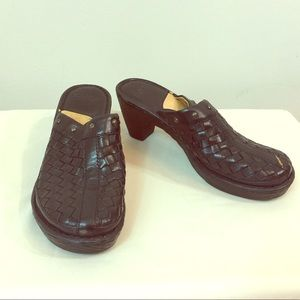 Born black Woven clogs
