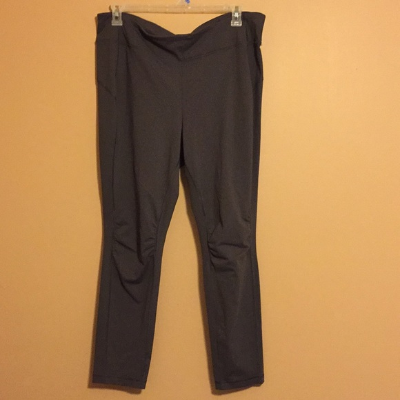 Dashing Under Armour Leggings Dark Abd Light Gray Yoga Crop Pant Small Nwt Women's Clothing Activewear