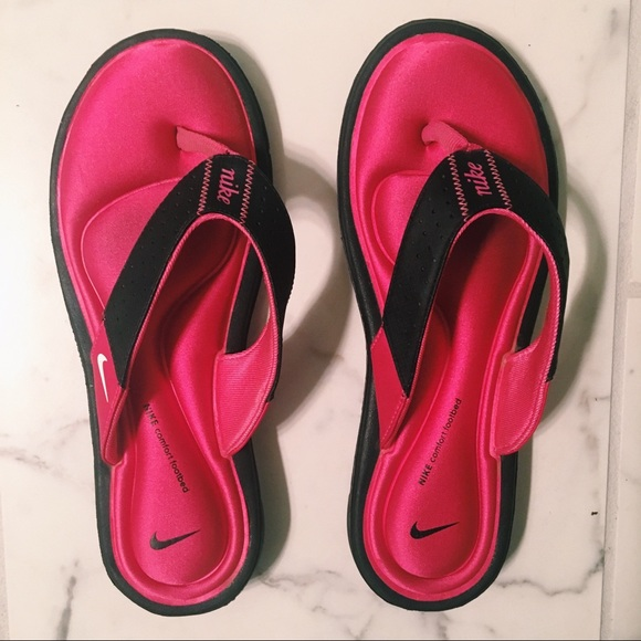 977fa6be Nike Women's Comfort Throng Sandals Size 9. M_59b714218f0fc4438a0a8540