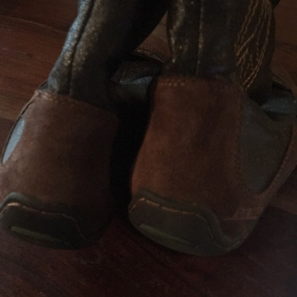 Earth Shoes - Brown Leather Peace Sign Boots