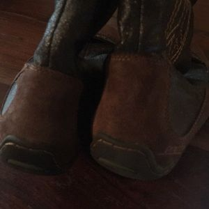 Earth Shoes - CCO Brown Leather Peace Sign Boots