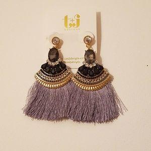 JUST IN  🆕New Gray/Silver Tassel Crystal Earrings