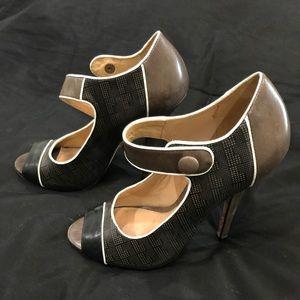 L.A.M.B. Peep Toe Pumps Size 8 (38)