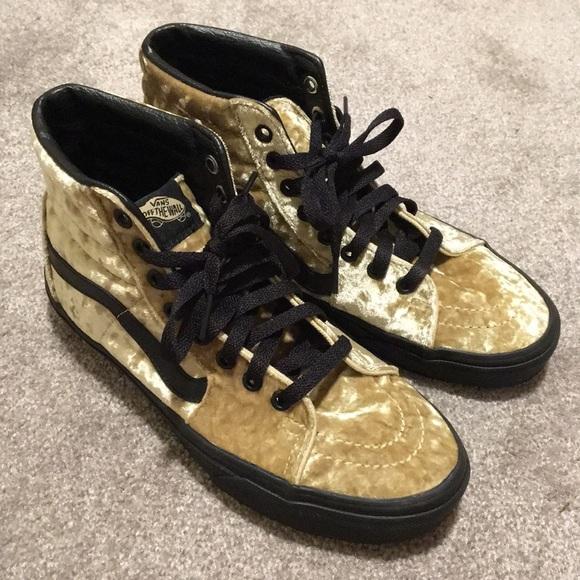 88bff93695321e Vans High Top Velvet Sneakers. M 59b762dc99086acfb10c0d1c