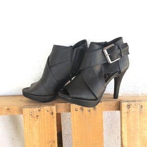 Black high heeled booties 🖤