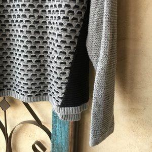 Banana Republic Sweaters - Banana Republic Gray & black sweater w/ side slits
