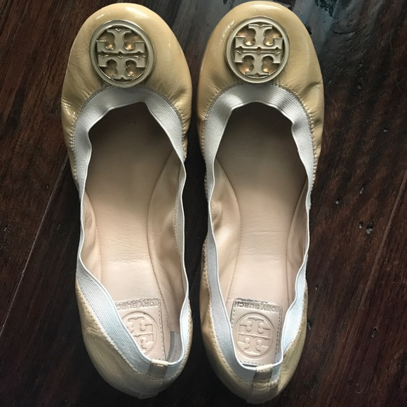 47ce97d6118 Tory Burch Shoes - Tory Burch Caroline Ballerina Flat - nude