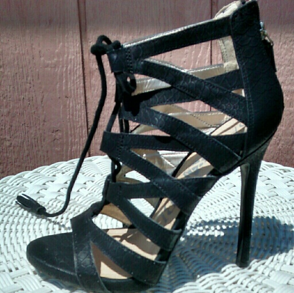 2a9d29ea7aa Sam   Libby Shoes - NWOT Black Sam   Libby Cage Heels