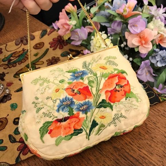 Vintage Handbags - Needlepoint Springtime Flower Purse